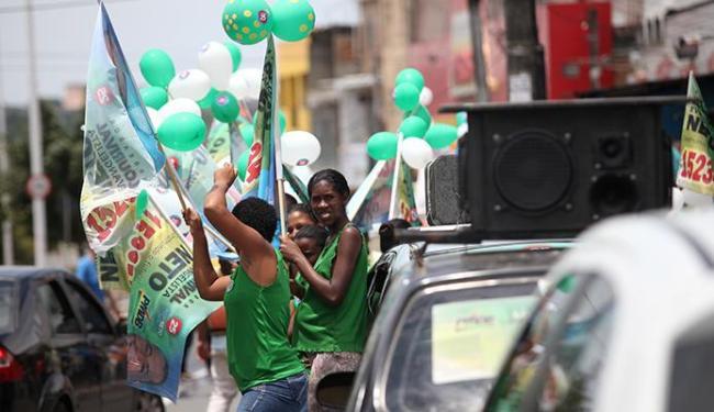 Alguns eleitores fizeram campanhas no bairro da Plataforma - Foto: Adilton Venegeroles | Ag. A TARDE