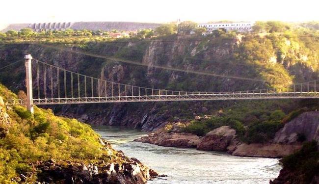 Ponte sobre o rio que gera energia para hidroelétrica - Foto: Marcelo Poletto | Divulgação