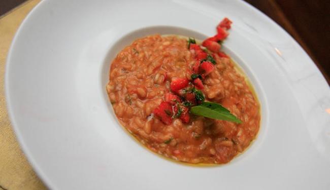 Bem Me Quer: risoto de morango com tomate e manjericão - Foto: Mila Cordeiro | Ag. A TARDE