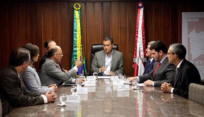 Rui assina protocolos de intenções com a Globo Brasil e a Enel Green Power - Foto: Camila Souza l Gov-BA