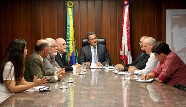 Rui Costa e dirigentes do Grupo Ferracini assinaram o protocolo de intenções na Governadoria - Foto: Amandda Oliveira | GOVBA