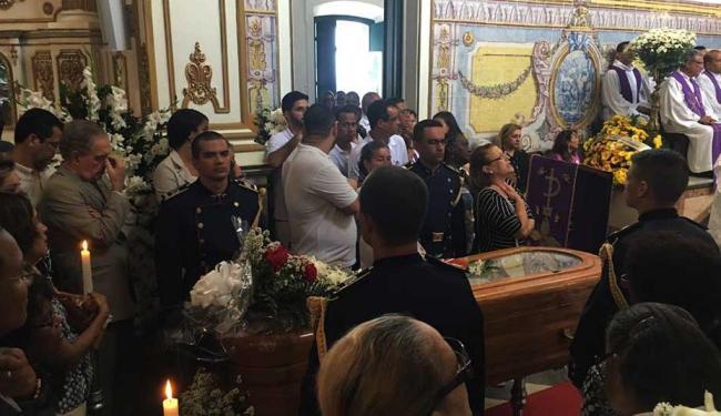 Fiéis lotaram Igreja em despedida a Monsenhor Sadoc - Foto: Mila Cordeiro | Ag. A TARDE