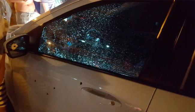 Homem tentava roubou um carro quando foi baleado por uma pessoa que passava pelo local - Foto: Cidadão Repórter