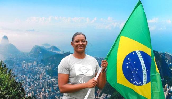Nunca uma mulher brasileira havia sido porta bandeira da Paralimpíada - Foto: Marco Antonio Teixeira | CPB