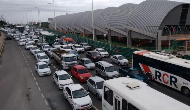 Taxistas iniciam carreata no CAB, passando por avenidas importantes, como a Paralela e Bonocô - Foto: Luciano da Matta | Ag. A TARDE