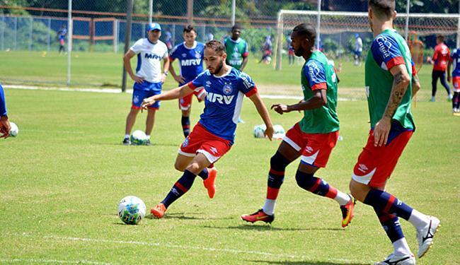 Régis (E) veio ao Bahia após passagens por Sport e Palmeiras em que foi mais reserva que titular - Foto: Marcelo Malaquias l EC Bahia