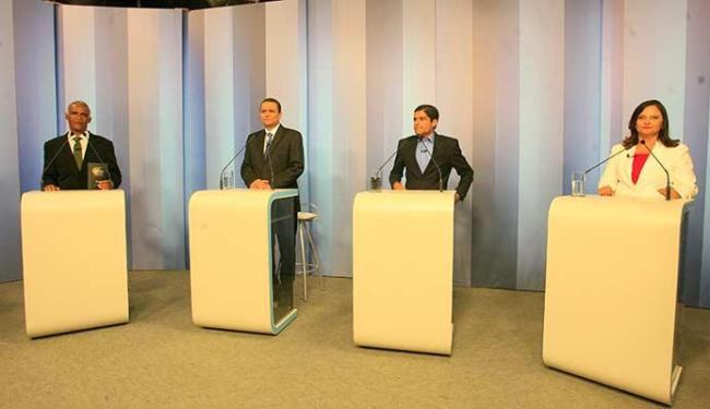 Quatro dos 7 candidatos participaram do debate: Alice Portugal, ACM Neto, Cláudio Silva e Isidório - Foto: Mila Cordeiro   Ag. A TARDE