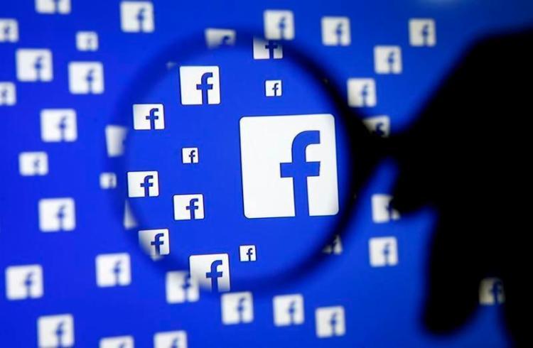 O controle dessas configurações já existe no Facebook, mas a extensão facilita tanto a visualização das diversas fontes - Foto: Dado Ruvic | Reuters