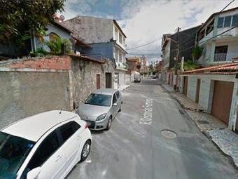A mulher foi morta pelo companheiro na rua Cristóvão Ferreira - Foto: Reprodução   Google