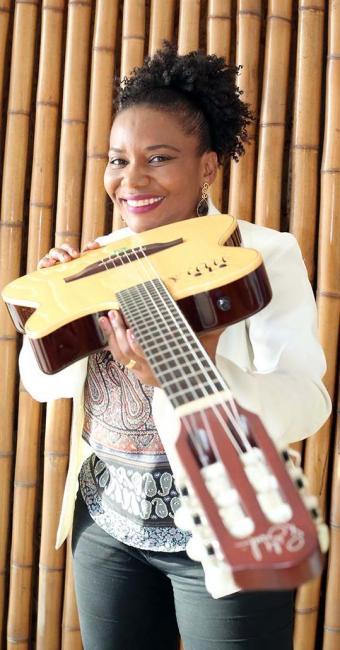 Fui a primeira artista que saiu daqui para o exterior com a conotação da música afropop brasileira - Foto: Mila Cordeiro | Ag. A TARDE
