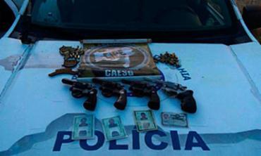 Armas e munições encontradas com os suspeitos - Foto: Divulgação | Polícia Militar