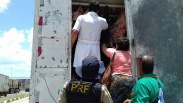 1.570 kg de carne bovina foram apreendidas e encaminhadas para ADAB - Foto: PRF | Divulgação