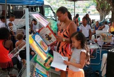 Biblioteca Móvel diverte crianças e adultos na Flica