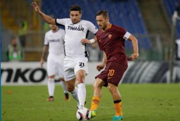 Totti dá show em seu 100º jogo europeu, mas Roma leva empate do Áustria Viena