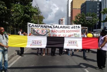 Manifestantes deixam trânsito congestionado na avenida Tancredo Neves