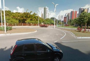 Obra na avenida ACM interdita retorno em frente ao Shopping da Cidade