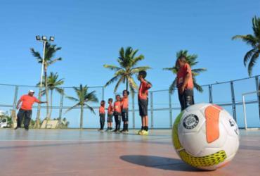 Projeto social leva esporte a mais de 150 crianças na capital baiana