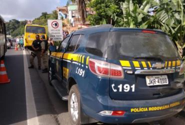 Polícia localiza carro usado por assaltante para fugir após tiros em ônibus
