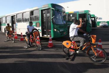 Motoristas treinam para conviver melhor com ciclistas