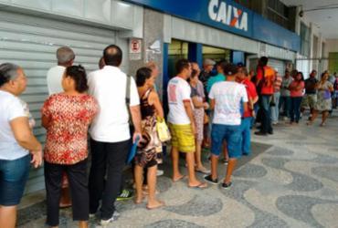 Senador baiano apresenta projeto para que bancos abram aos sábados