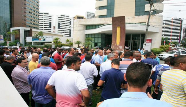 Condutores parceiros do aplicativo protestaram contra insegurança, semana passada, após caso em Sto. Inácio - Foto: Edilson Lima l Ag. A TARDE l 5.10.2016