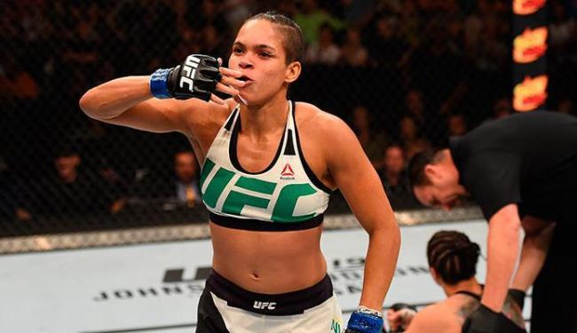 Lutadora baiana de 28 anos, atual campeã peso galo, fará a sua primeira defesa do cinturão - Foto: Zuffa LLC | Getty Images