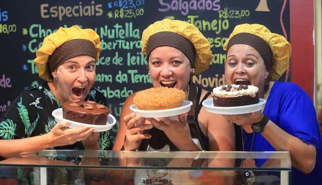 As sócias do Bolos das Meninas - Daniela, Geórgia e Danielli - oferecem cartão fidelidade - Foto: Adilton Venegeroles   Ag. A TARDE