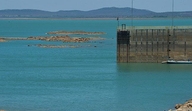 Lago está liberando o dobro da água recebida, por isto técnicos defendem redução - Foto: Marcello Casal Jr l Agência Brasil l 28.12.15