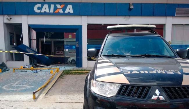 Policiais federais isolaram a agência da Caixa - Foto: Edilson Lima | Ag. A TARDE