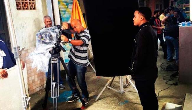 Um dos protagonistas da série, Darlan Cunha postou uma imagem da filmagem - Foto: Reprodução | Instagram