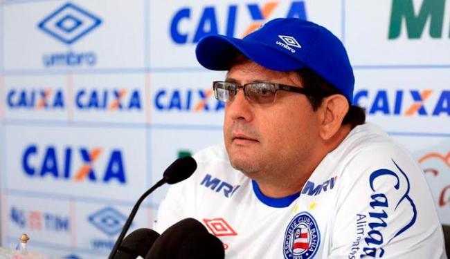 O treinador não descartou colocar Juninho, da base, na lateral esquerda - Foto: Felipe Oliveira   EC Bahia
