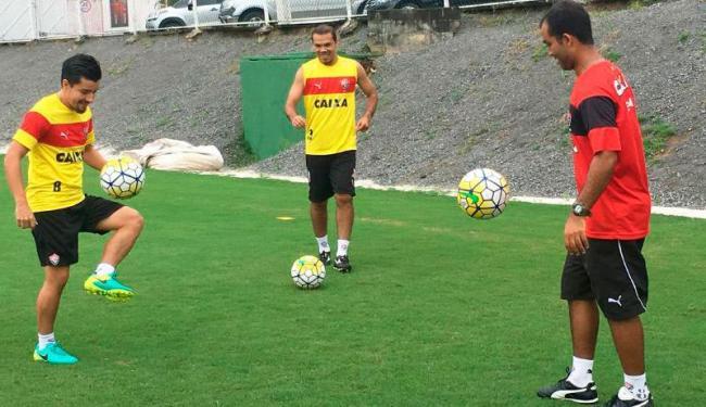 Cárdenas e Leandro Domingues durante treino de transição neste sábado, 8 - Foto: Divulgação | EC Vitória