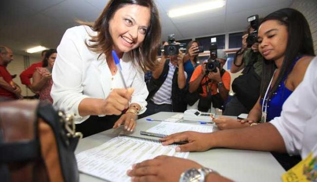 Alice Portugal votou confiante em um eventual segundo turno - Foto: Joá Souza   Ag. A TARDE