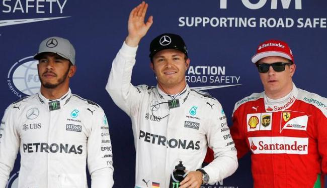 Rosberg ficou com a pole em Suzuka, seguido por Hamilton e Raikkonen - Foto: Toru Hanai | Reuters