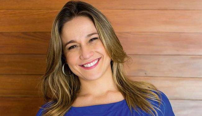 A apresentadora assumiu o namoro com a jornalista Priscila Montandon - Foto: Divulgação