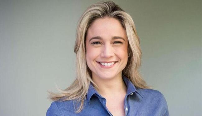 A jornalista afirma estar sofrendo perseguição após ter assumido namoro com Priscila Montandon - Foto: Divulgação   Facebook