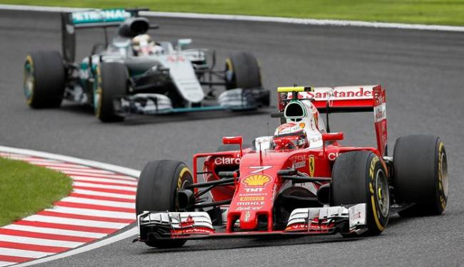 Os pilotos da Ferrari escolheram pneus mais velozes e que se desgastam mais rápido - Foto: Toru Hanai | Reuters