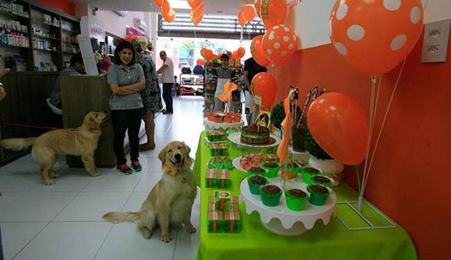 Evento contou com mesa de petiscos e bolo montada exclusivamente para os pets - Foto: Edilson Lima l Ag. A TARDE