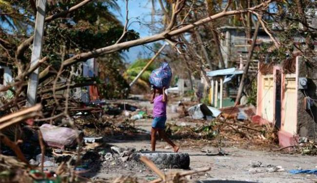 O número de mortes no Haiti já passa de 800 por causa da passagem do Furacão Matthew - Foto: Orlando Barria | EPA | Agência Lusa