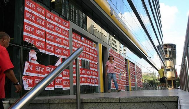 Bancários estão de braços cruzados desde o dia 6 de setembro - Foto: Fernando Amorim | Ag. A TARDE