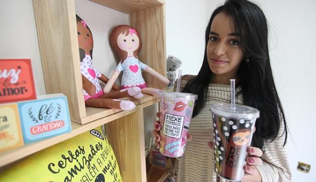 Kelly Santos, da Da Juju, aposta em artigos com mensagens personalizadas - Foto: Adilton Venegeroles | Ag. A TARDE