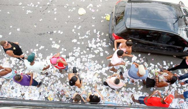 No Queimadinho, o movimento de Boca de Urna foi grande próximo à Escola Luiz Navarro de Brito - Foto: Luciano da Matta | Ag. A TARDE