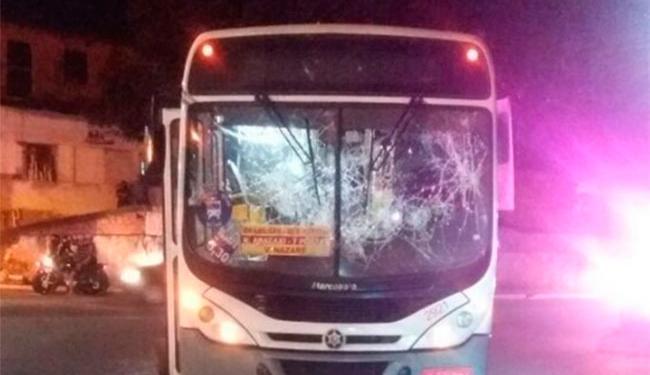 Ônibus foram atacados após morte de jovem em Simões Filho - Foto: Reprodução   Site Simões Filho On Line