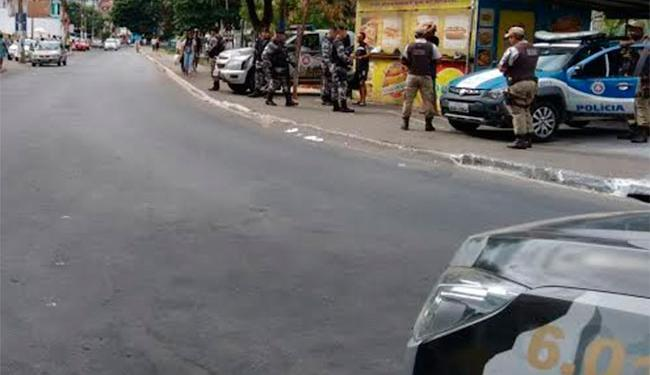 Em 2015, policiais também foram até o Vale das Pedrinhas após problemas de segurança no bairro - Foto: Edilson Lima | Ag. A TARDE