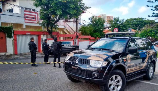 Policiais federais investigam suposto esquema de financiamento ilegal de campanha - Foto: Edilson Lima   Ag. A TARDE