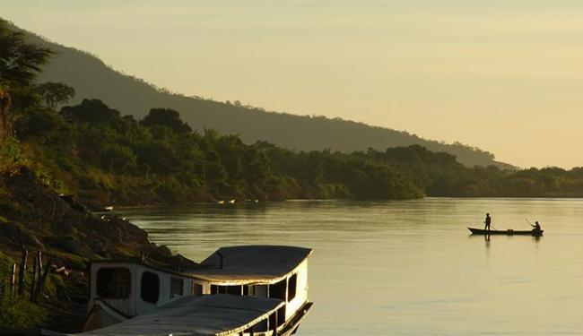 Manancial recebe procissão fluvial em Barra - Foto: Zinclar (CBHSF) | Divulgação | 4.7.2006