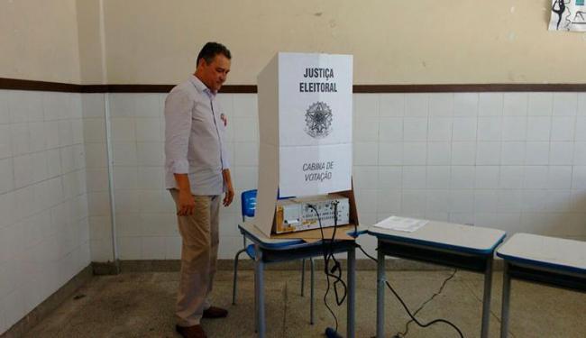 Rui Costa durante votação no Colégio Estadual Duque de Caxias - Foto: Luciano da Matta | Ag. A TARDE