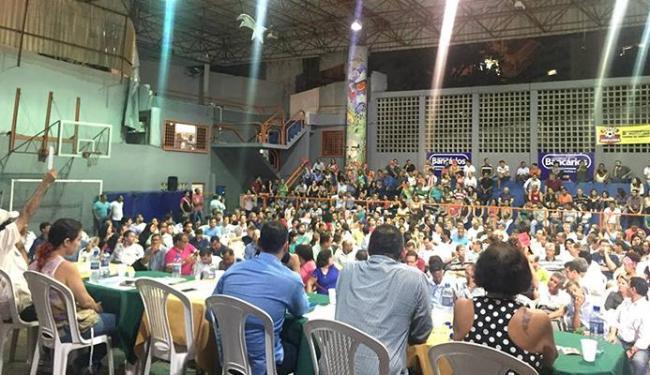 Assembleia reuniu centenas de trabalhadores no ginásio de esportes do sindicato - Foto: Facebook   Reprodução