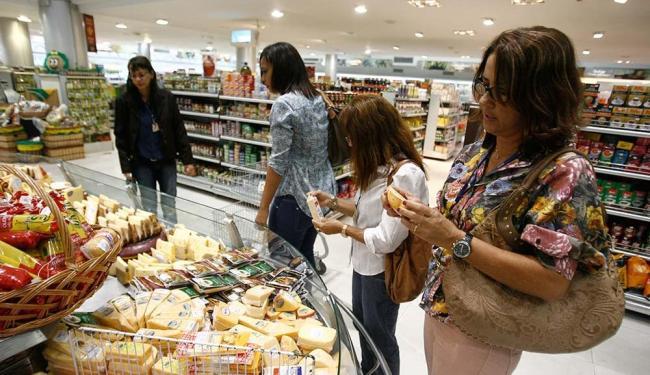 Centros comerciais e áreas de lazer terão horário de funcionamento diferenciado - Foto: Raul Spinassé | Ag. A TARDE
