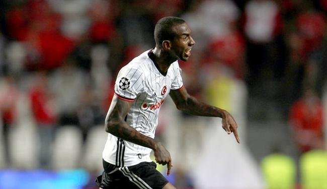 Talisca marcou contra o Benfica e comemorou pela Liga dos Campeões - Foto: Pedro Nunes | Reuters